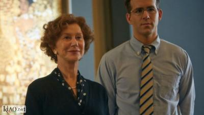 Video Woman in Gold