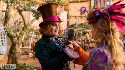 Video Alice Through the Looking Glass