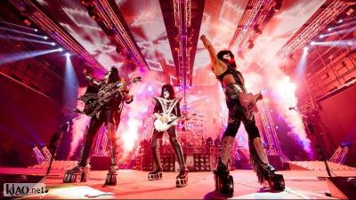 Video Kiss Rocks Vegas